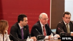 Претставниците на власта и претседателот на ДИК Александар Новаковски на прес конференција