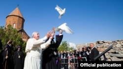 Armenia - Pope Francis releases a dove symbolizing peace at the Khor Virap monastery close to Mount Ararat situated in neighboring Turkey, 26Jun2016. (Photo courtesy of the Armenian Apostolic Church)