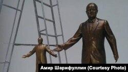 Памятники Исламу Каримову, изготовленные для международного конкурса по созданию памятника первому президенту Узбекистана.