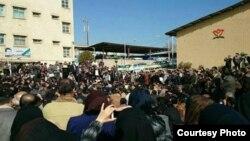 تجمع اعتراضی معلمان در اهواز. ۱۰ اسفند ۱۳۹۳. منبع تصویر: ایلنا