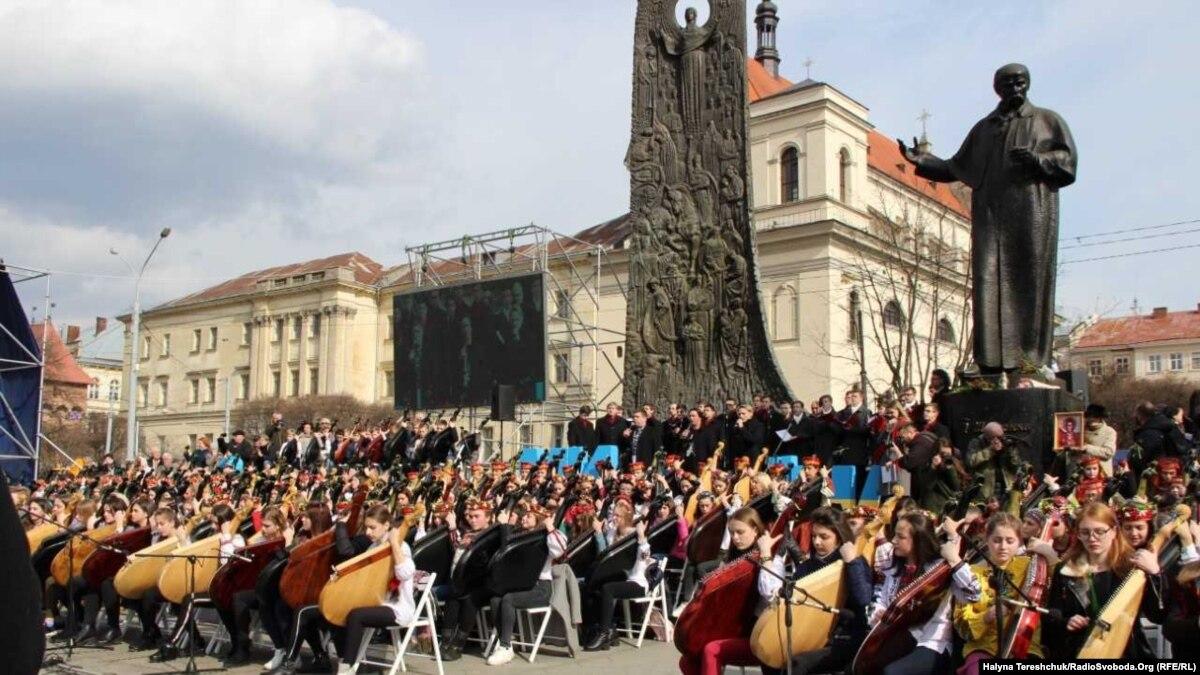 Во Львове состоялось массовое исполнение «Завещания» Шевченко