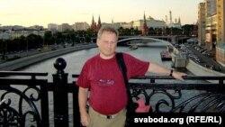 Грыгорый Ёфэ на фоне маскоўскага крамля