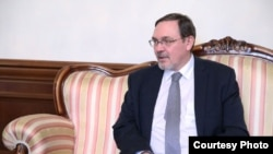Посол России в Армении Иван Волынкин заявил о том, что необходимо нейтрализовать все действующие в Армении НПО, которые «пытаются вбить клин в армяно-российские отношения»