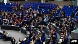 """پارلمان آلمان، ظهر امروز با یک رای مخالف و یک رای ممتنع، """"نسلکشی"""" نامیدن کشتار ارامنه توسط ترکهای عثمانی را تصویب کرد"""