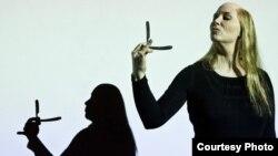 """Шведската актерка и режисерка Ана Петерсен во изведба на """"Госпоѓица Јулија"""" на Стриндберг."""
