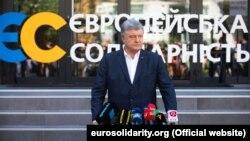 П'ятий президент України, лідер партії «Європейська солідарність» Петро Порошенко під час брифінгу. Київ, 12 серпня 2019 року