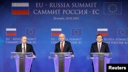 Володимир Путін, Герман Ван Ромпей, Жозе Мануел Баррозу на прес-конференції у Брюсселі, 28 січня 2014 року