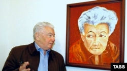 Владимир Войнович с автопортретом