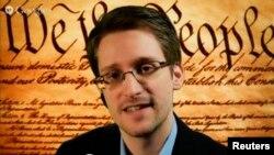 АҚШ ұлттық қауіпсіздік агенттігінің бұрынғы қызметкері Эдвард Сноуден.