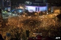 Протести в Бухаресті після пожежі в клубі «Колектив», де загинули 64 людини, 4 листопада 2015 року