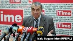 По словам одного из лидеров Республиканской партии Грузии Давида Зурабишвили, без компромиссов политики не бывает