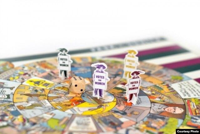 Современное издание Pank-A-Squith, настольной игры, появившейся в 1909 году. Раньше игру продавали в магазинах Women's Social and Political Union, а теперь её можно купить в Вестминстерском дворце. Цель игры - помочь суфражисткам добраться до здания парламента
