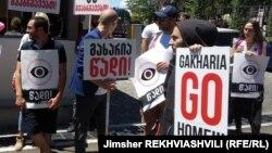 Протестующие в Грузии тринадцатый день требуют отставки главы МВД