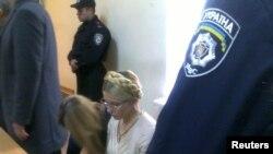 Timoshenko pata gjyqit në Kiev, 11 tetor 2011.