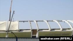 """""""Türkmenbaşy"""" adyndaky olimpiýa stadionynyň sökülýän pursady"""