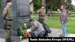 """Архивска фотграфија - Споменикот """"Ангел"""" во Битола во чест на загинатите бранители кај Вејце во 2001 година."""