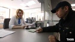 Під час оформлення документів у Єдиному міграційному центрі в Красногорську