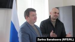 Алан Алборов объявил о самоотводе с поста лидера партии «Ныхас» в пользу Давида Санакоева, за что делегаты проголосовали единогласно