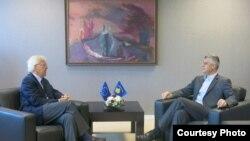 Kryeministri i Kosovës e ka takuar ish shefin e UNMIK-ut nga viti 2004 deri më 2006 në zyren e tij në Prishtinë, 17 korrik 2013