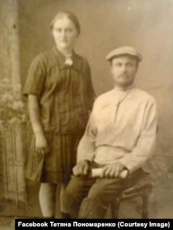 Розкуркулені: Никон Іванович Порох із дочкою Настею. Фото – між 1930-32 роками