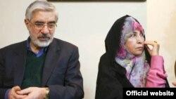 میرحسین موسوی و همسرش زهرا رهنورد ۲۲ ماه است که در حبس خانگی بهسر میبرند.