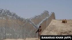 آرشیف، یک سرباز پاکستانی در خط فرضی میان افغانستان و پاکستان