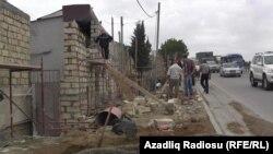 Xırdalanda evlərin qarşısından çəkilən hasar
