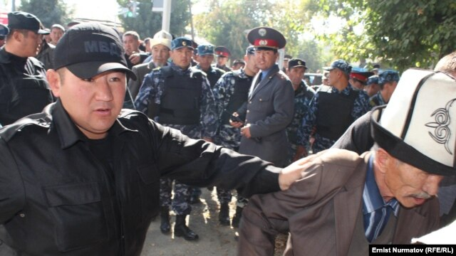 Kyrgyz police disperse protesters in Osh.