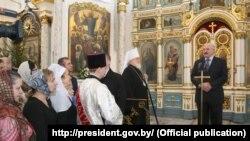 Аляксандар Лукашэнка выступае з прамовай у Сьвята-Духавым катэдральным саборы ў Менску