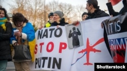 (©Shutterstock) Акція протесту проти агресії Росії. Варшава, 1 лютого 2015 року (ілюстраційне фото)