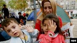 گروهی از پناهجویان در چادرهایی گوشه خیابانهای بلگراد، پایتخت صربستان