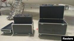 Сандъците, за които се твърди, че са използвани по време на бягството, са снимани на международното летище в Истанбул
