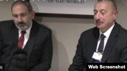 Nikol Pashinian (solda) və İlham Əliyev Davosda qeyri-rəsmi görüş keçiriblər
