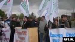 Оппозиция задолго до выборов заявляла о давлении властей на СМИ. Митинг у телецентра «Останкино», октябрь 2006