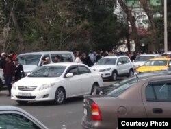 """Назди бинои """"Россотрудничество"""" дар Душанбе. 18-уми марти 2018."""