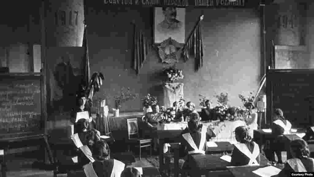 Урок в средней школе. Казахская ССР, 1945-1950 года.