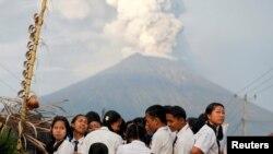Oko 40.000 ljudi već je napustilo svoje domove od utorka, kada su pojačane vulkanske aktivnosti: Agung