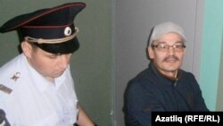 Рәфис Кашапов Чаллы мәхкәмәсендә (архив фотосы)