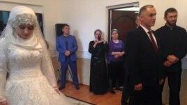 Свадьба начальника Ножай-Юртовского РОВД Нажуда Гучигова и 17-летней школьницы. Грозный, 16 мая 2015 года.