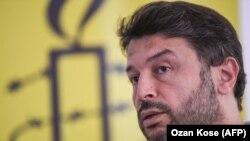 Танер Кылыч «Amnesty International» эл аралык уюмунун Түркиядагы бөлүмүн негиздеген.