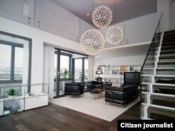 Согласно документам, роскошный особняк, расположенный по адресу: дом № 95, улица Pfingstwelstrasse, город Цюрих, принадлежит узбекскому предпринимателю Фарходу Мамажонову.