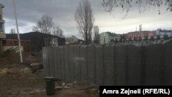 Muri i ndërtuar në Mitrovicë