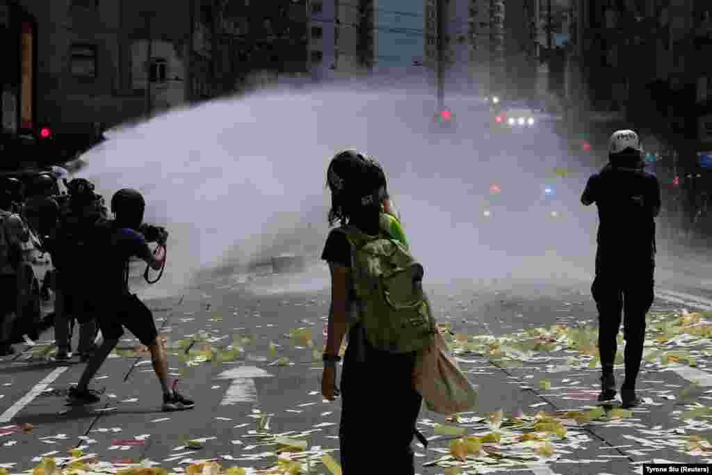 Проти протестувальників у Гонконгу під час протестів проти нового безпекового закону 1 липня були використані водомети