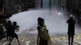 Hong Kongda polisiýa milli howpsuzlygy baradaky kanuna garşy çykýan protestçileri dargadýar.