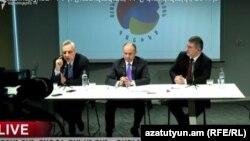Слева направо: Вардан Осканян, Сейран Оганян, Армен Мартиросян, Ереван, 17 февраля 2017 г.