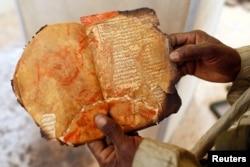 Остатки уничтоженных исламистами в Тимбукту манускриптов