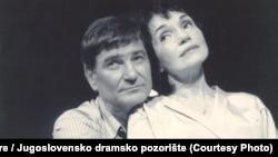 Mihailo Miša Janketić na sceni Jugoslovenskog dramskog pozorišta sa Darom Džokić