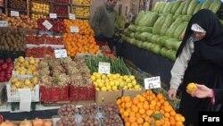 بازار ميوه ايران به تدريج در تصاحب نارنگی پاکستانی، گلابی چينی، سيب سبز فرانسوی و پرتقال مصری قرار می گيرد.(عکس: فارس)