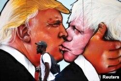 Граффити в Бристоле с изображением Дональда Трампа и Бориса Джонсона
