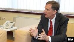 Американскиот амбасадор Пол Волерс.